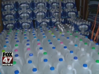 Waverly students collect water for Flint