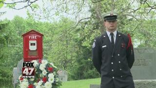 Lansing Fire Department holds memorial...