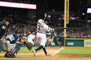 Kinsler leaves game with hamstring tightness