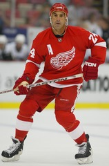 Chelios leaving Red Wings to return to Chicago